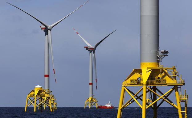 Aerogeneradores de Iberdrola instalados en el mar, frente a las costas de Alemania, dentro del proyecto Wikinger./R.C.