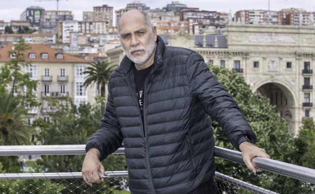 El escritor y guionista mexicano Guillermo Arriaga gana el Alfaguara de novela