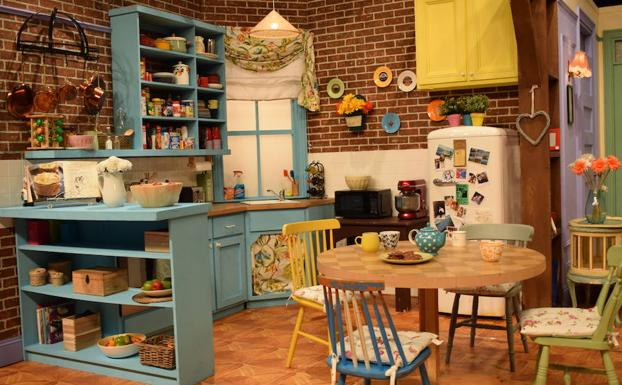 Recreación de la cocina del apartamento de Monica (Courteney Cox) y Rachel (Jennifer Aniston) en la serie 'Friends'.