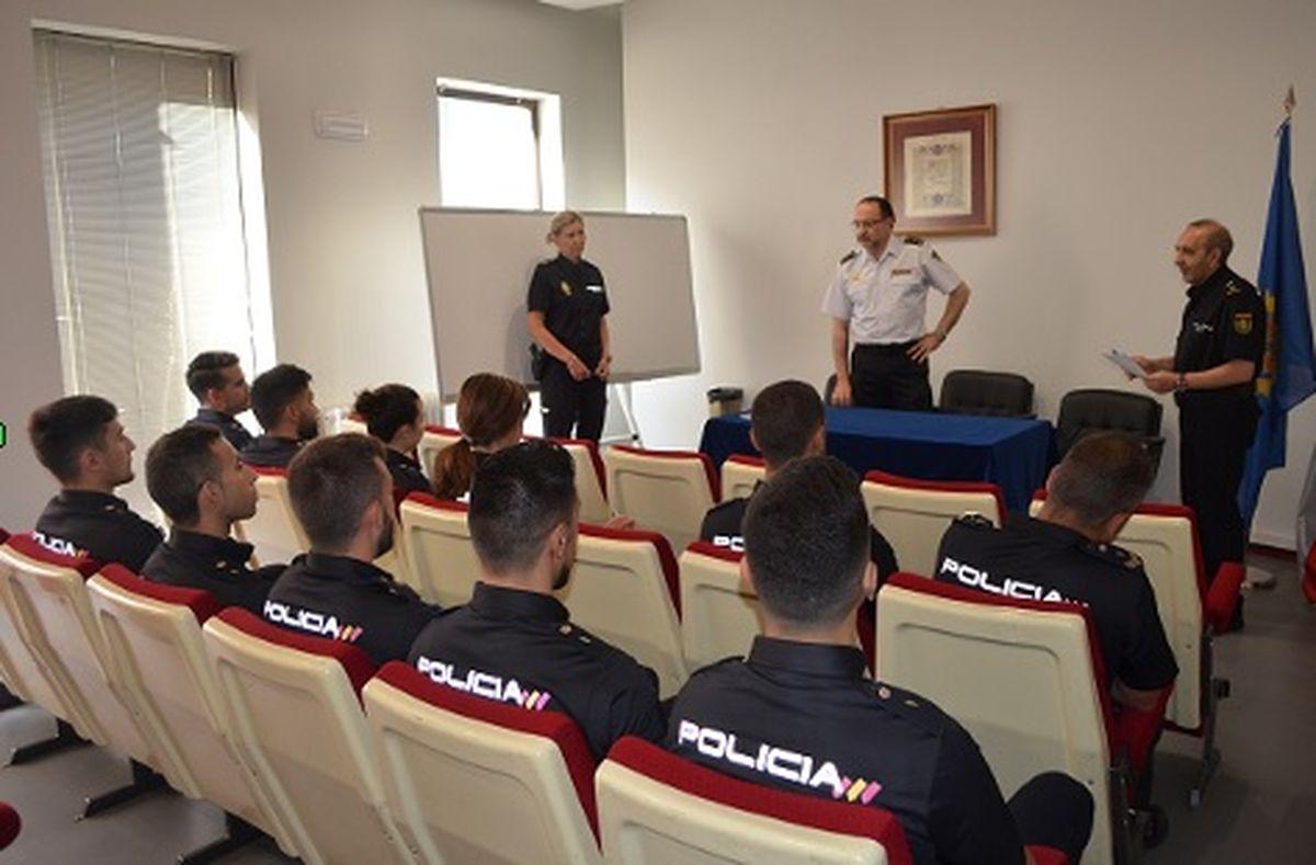 La Policía Nacional De León Recibe Nuevos Alumnos En