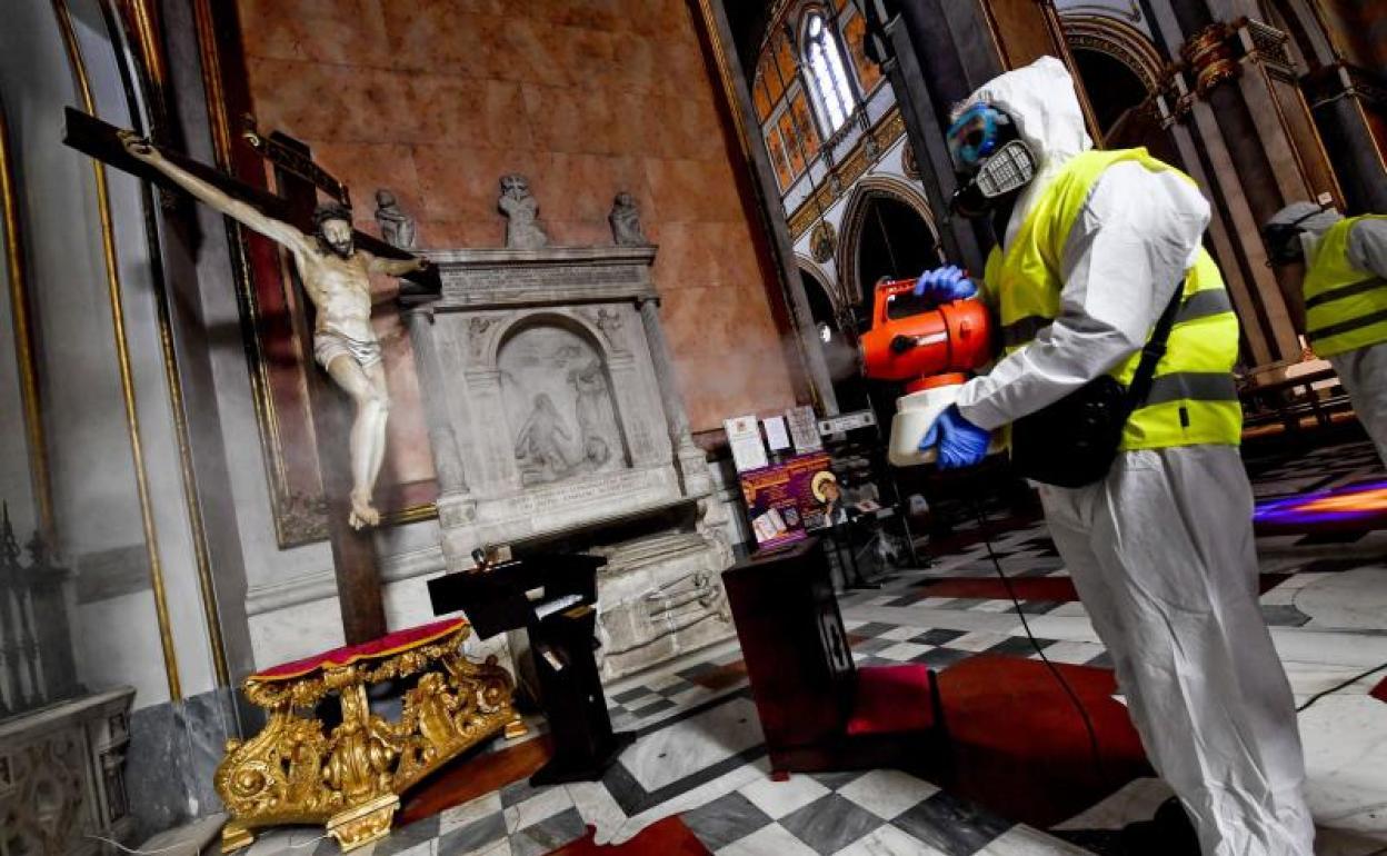 Limpieza de templos en Italia