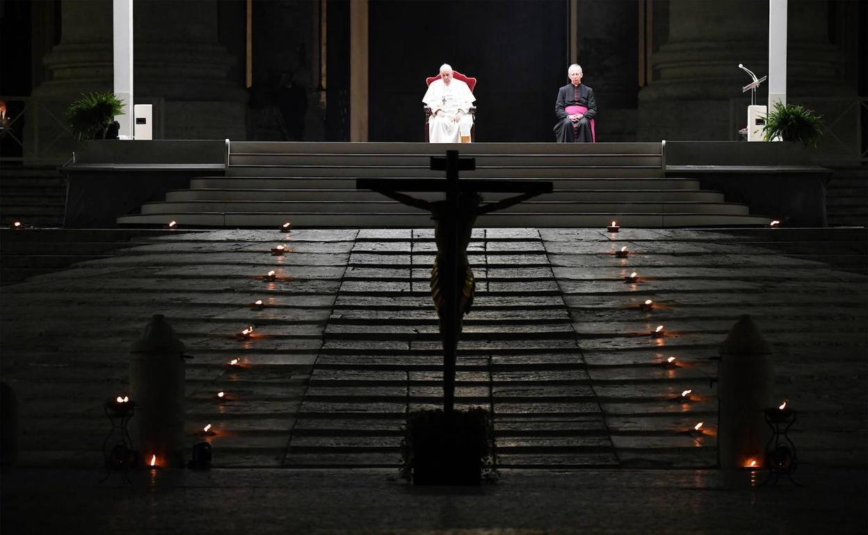 El Papa preside los Santos Oficios en San Pedro con la basílica vacía de  fieles | Leonoticias